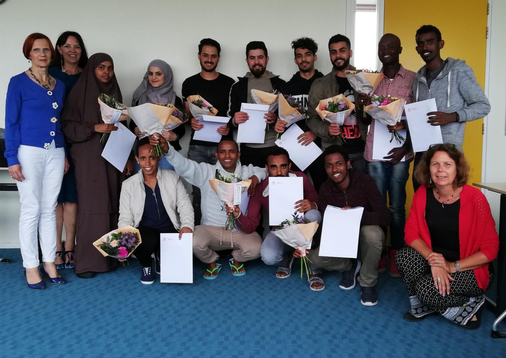 12 jonge statushouders krijgen certificaat Voorschakeltraject Entreeopleiding
